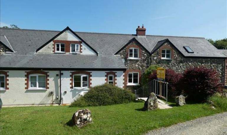 Mabws Fawr, Mathry, Haverfordwest, Pembrokeshire (POM1001039)